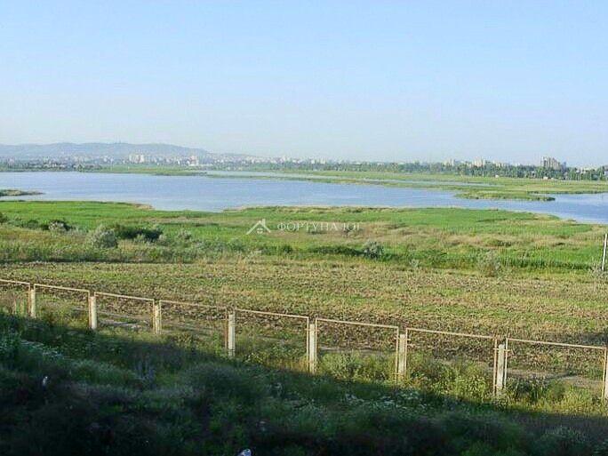 Хутор Чембурка в Анапском районе - вид на озеро